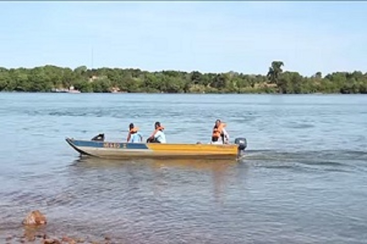 Barco Transportando os Visitantes